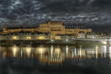 Замок ночью